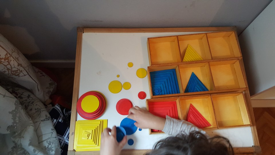 formes superposées montessori