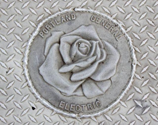 Знаки с розами повсюду в Портленде