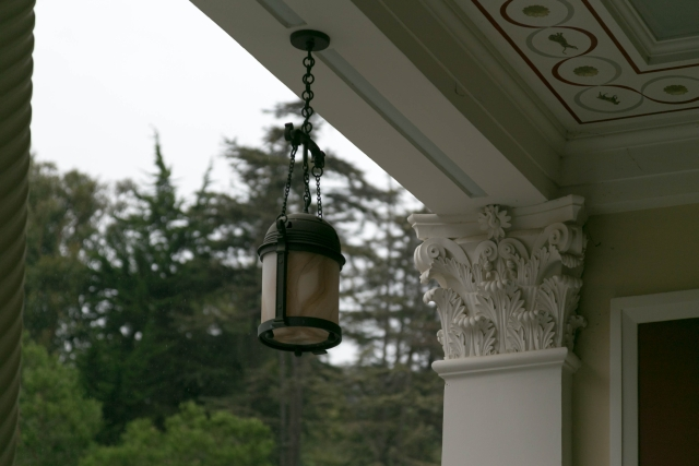 Санта-Моника Достопримечательности Античная вилла Вилла Гетти (Getty Villa) Фонарь из оникса