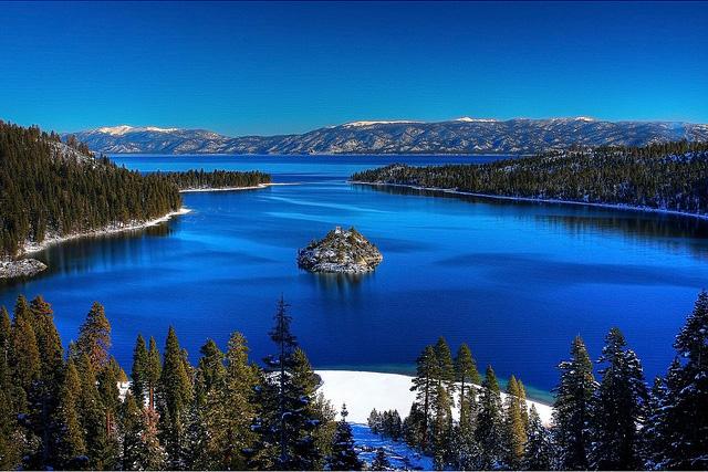 Озеро Тахо (Tahoe Lake) Emerald bay. Ясный декабрьский день