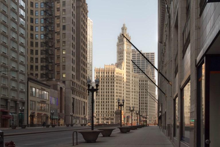 Чикаго. Ранне утро. Мичиган Авеню. Wrigley Building