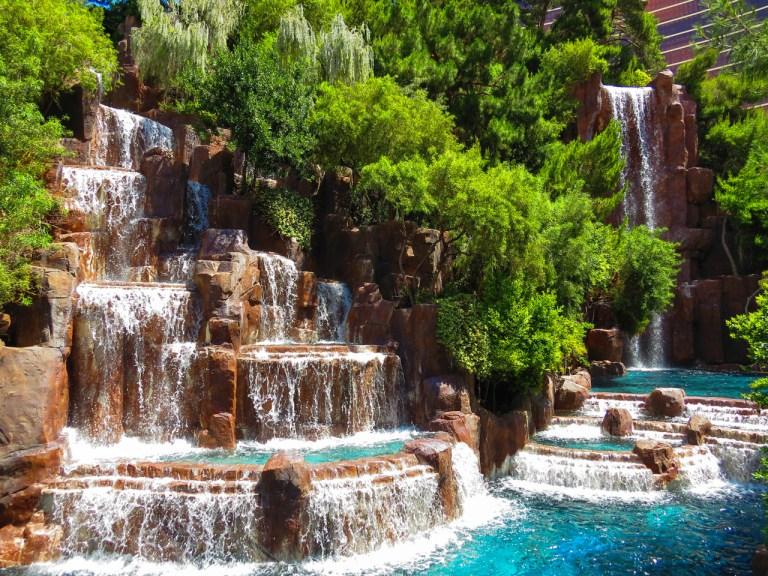 Лас-Вегас Водопады у отеля Wynn