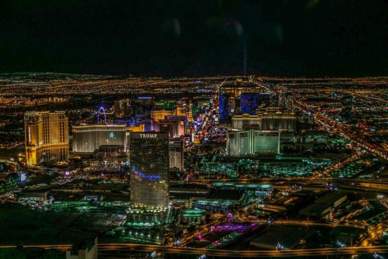 Развлечения Лас-Вегаса Вертолетная прогулка над ночным городом