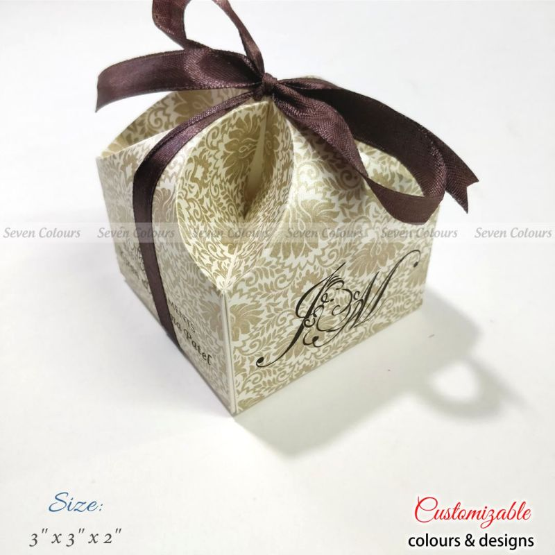 Pearl offwhite wedding favour box with ribbon
