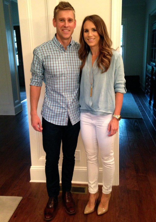 chambray blouse with white skinny jeans