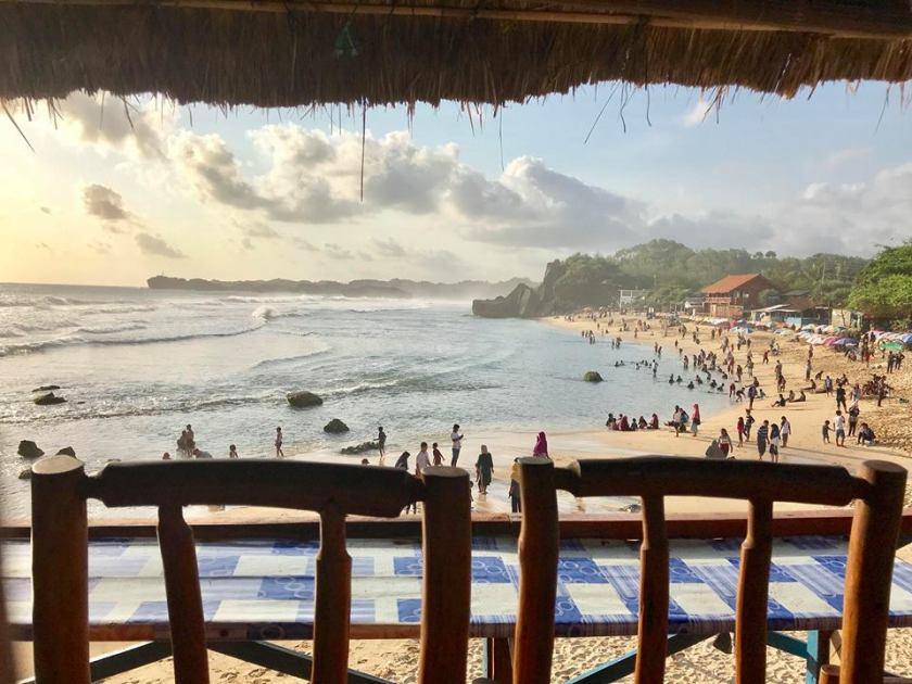 Em Surasak travel blogger for sevenseas media at beach bar in indonesia