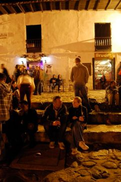 Jeremy and Caroline supping a beer in the Plaza Mayor, Villa de Leyva.