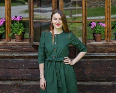 Ľanové šaty s riasenou sukňou