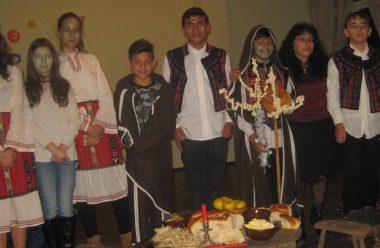 Ученици от Белоградчик пресъздадоха стари обичаи