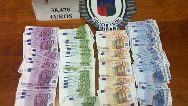Detenido con más de 38.000 euros falsos cuando era perseguido por otro