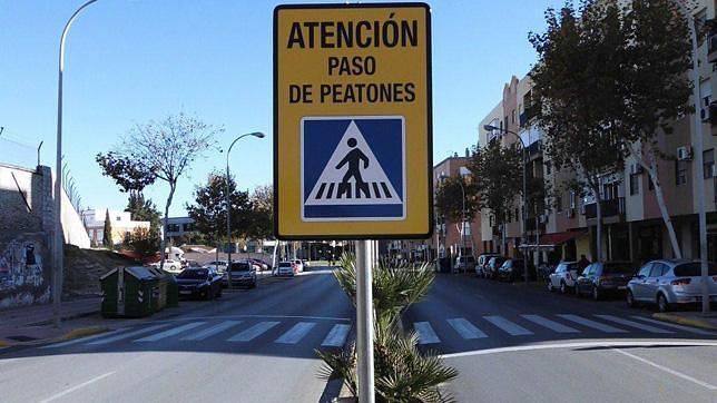 Refuerzan la señalización de los pasos de peatones en varias avenidas
