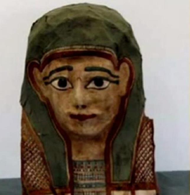 Hallan la copia del evangelio más antigua del mundo en una máscara de momia