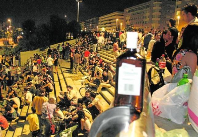 La Policía Local de Córdoba blinda el Vial para controlar el fenómeno del «botellón»