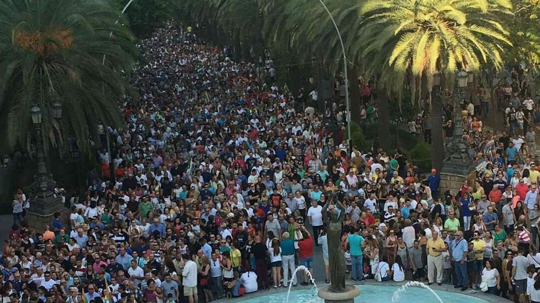 Resultado de imagen de manifestación por el trabajo en Linares imagenes