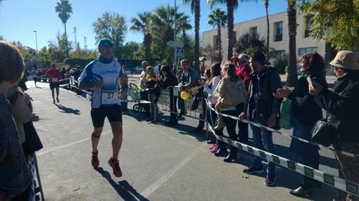 Paco Barcia, del Club «La Pechá» de Fuentes de Andalucía durante una prueba