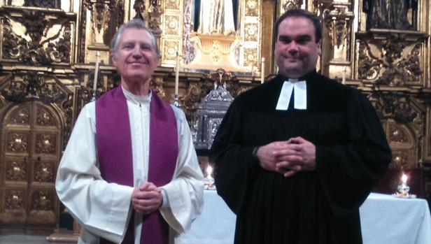El padre Manuel Portillo y el pastor Simon Döbrich