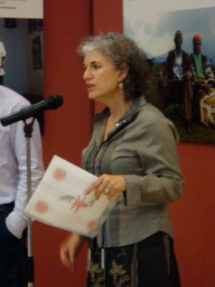 Leora Kahn, comisaria de la exposición, pretende sacar el 'rescatador' que llevamos dentro/Paco Cordero