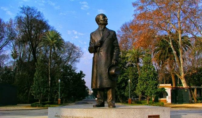 Estatua de Anibal Gonzalez