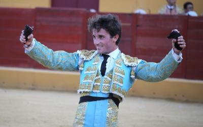 Alfonso Cadaval cortó dos orejas en Ubrique