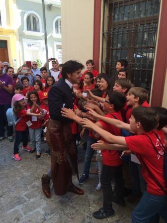 Diego Ventura con los niños