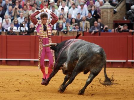 Sevilla 17-04-16 conchitina fotografía TOROS FERIA DE ABRIL.1º toro ESCRIBANO