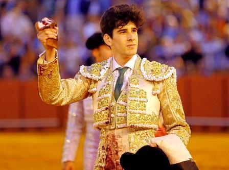 Sevilla. 7 abril 2016. Jesus Moron. Toros en Sevilla. Ganaderia El Pilar. Matador Lopez Simon. Sexto toro.