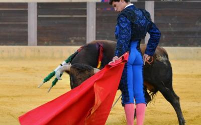 Oreja para el sevillano Diego Bastos en la semifinal del certamen de las Escuelas