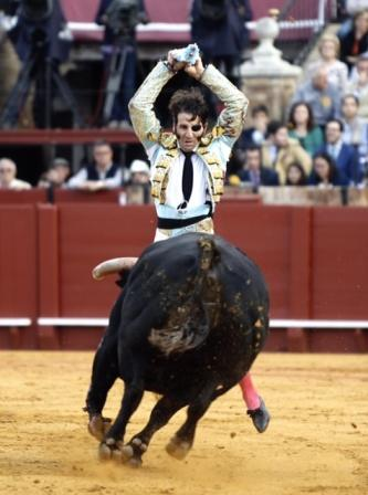 Padilla_Sevilla_banderillas