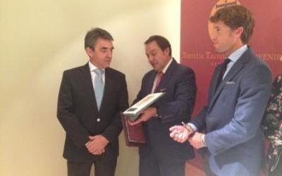 La Tertulia Taurina El Porvenir entregó sus premios a Victorino Martín y Manuel Escribano