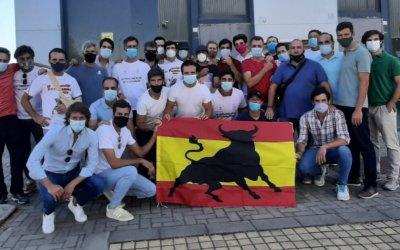 Profesionales taurinos protestan ante el director del SEPE en Sevilla