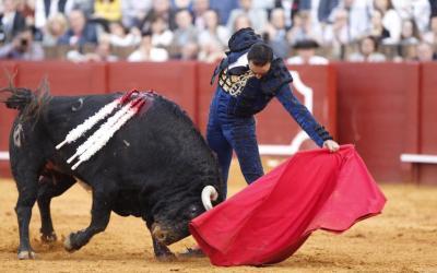 Sevilla: 2ª de abono – Dos estocadas, dos orejas