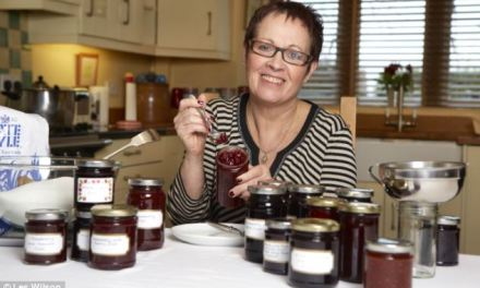 Jams and jellies demonstration at the Bunch of Grapes in Bradford on Avon (UK) by expert Vivien Lloyd