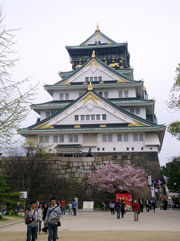 castelo de osaka visto de frente