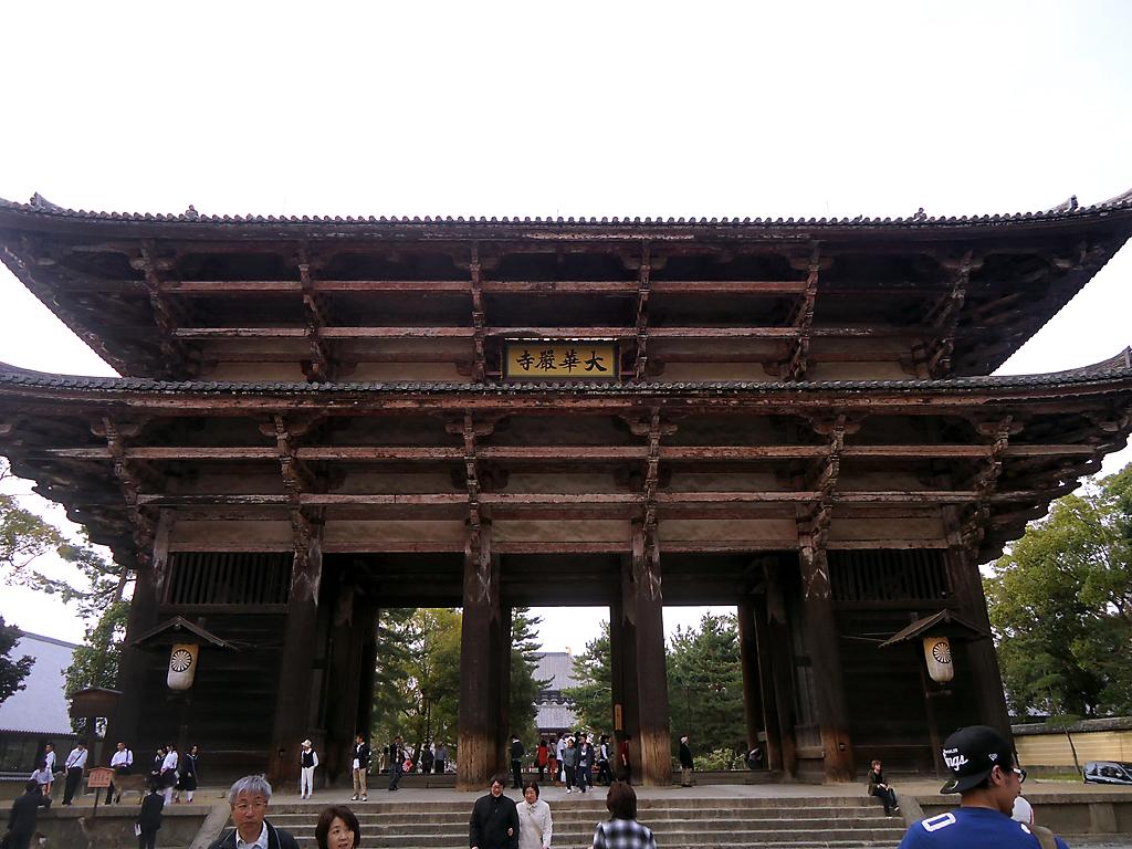 Chegando ao 1º portão do templo