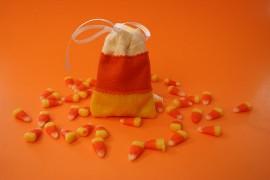 candy_corn_felt_sachets_24-500x333