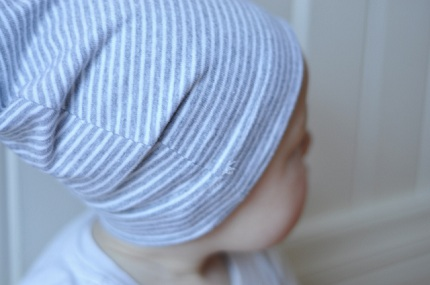 Tutorial: Slouchy baby beanie hats, two ways – Sewing