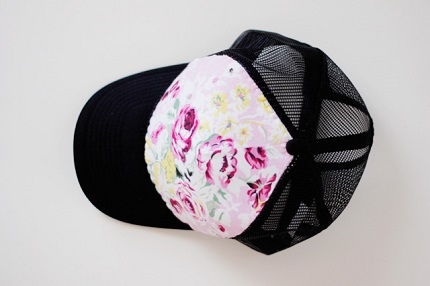 Tutorial: Trucker's hat made pretty with a floral panel