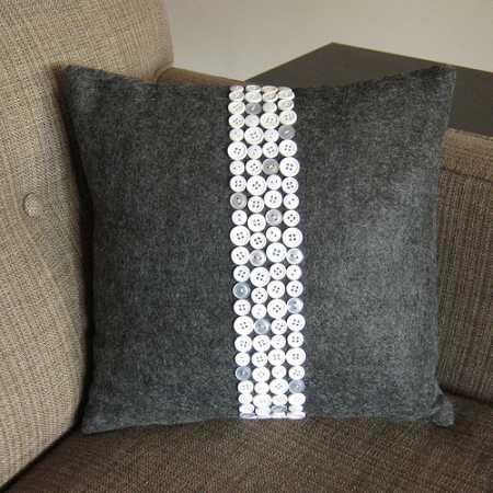 Tutorial: Button stripe throw pillow