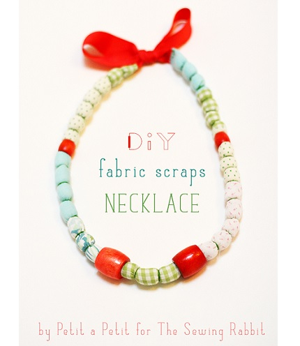 Tutorial: Scrap fabric necklace with wooden beads