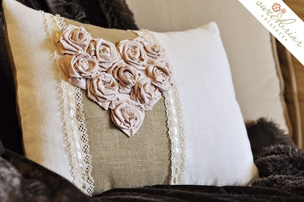 Tutorial: Vintage-y pillow with a fabric rose heart