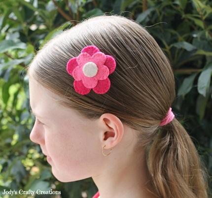 Tutorial: Felt flower hairclip