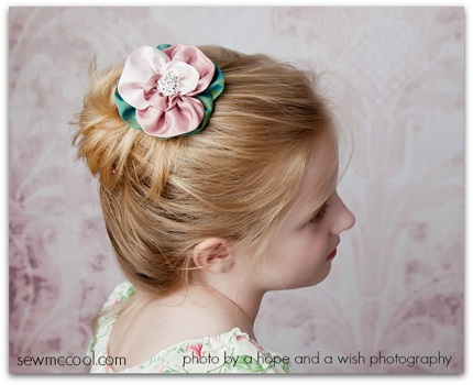 Tutorial: Ruched ribbon or fabric flowers
