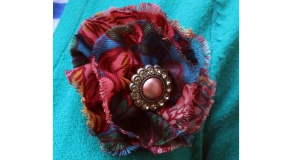 Tutorial: Frayed fabric flower