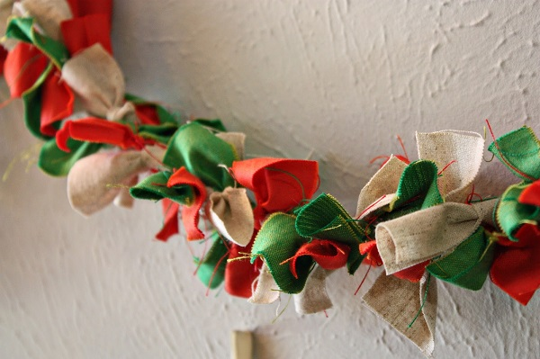 Tutorial: Knotted fabric garland
