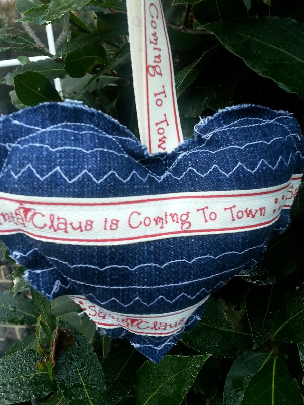 shabby-denim-christmas-heart