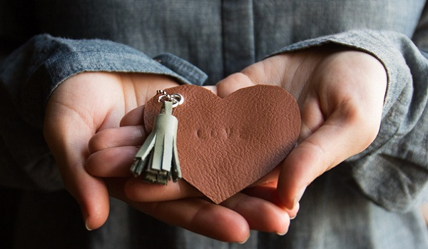 Tutorial: Scrap leather heart keychains