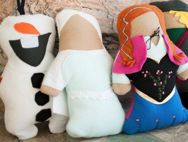 Free pattern: Frozen character softies