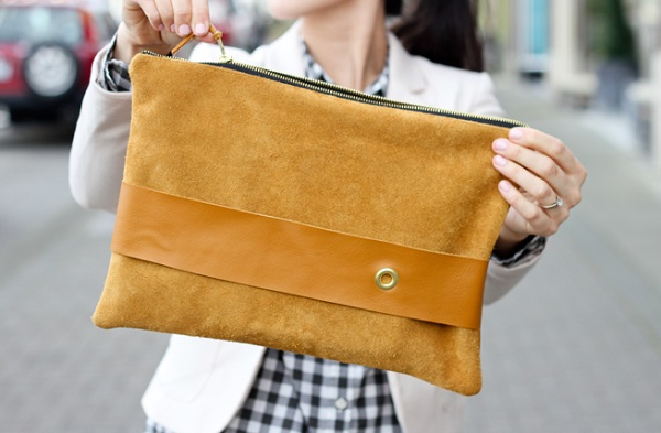 Tutorial: Leather strap clutch