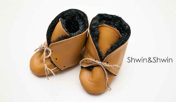Free pattern: Leather and fur baby booties