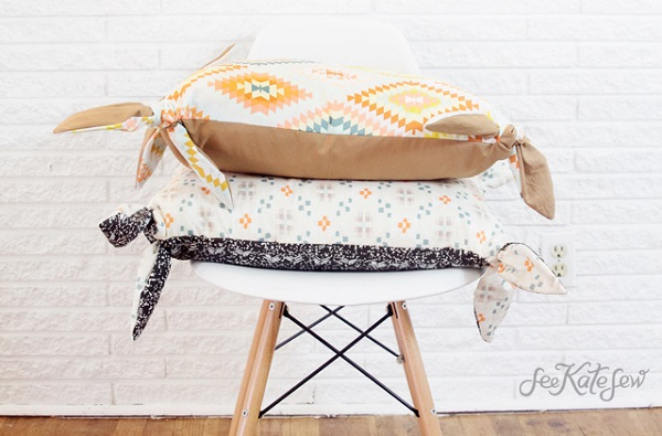 Free pattern: Two-tone knotted pillow cover